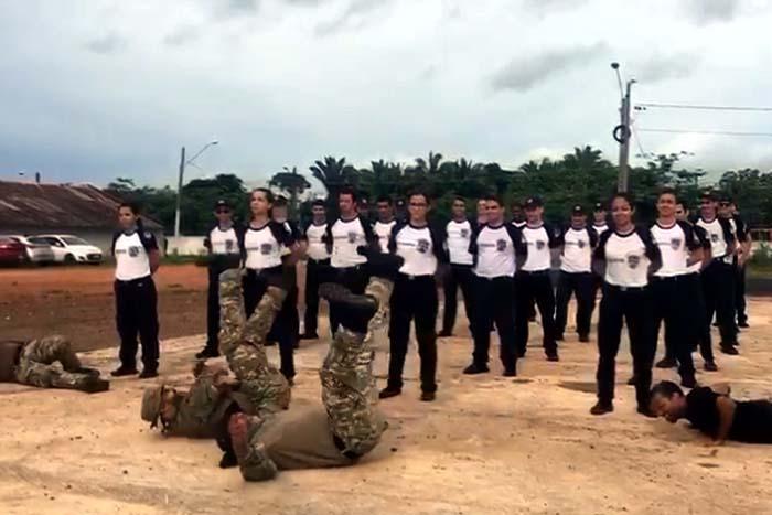 Vídeos de alunos e instrutores da Polícia Civil de Rondônia dançando hit do carnaval 2018 divide opiniões
