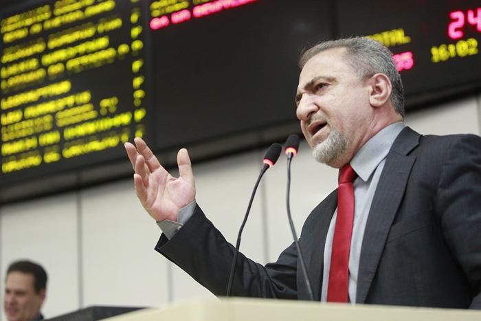 Hermínio Coelho busca a Justiça para anular sessão que decretou aumento nos salários dos secretários de Confúcio