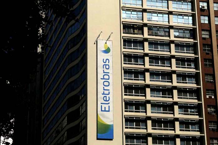 Resultado de imagem para Eletrobras vai reabrir programa de demissão voluntária em outubro