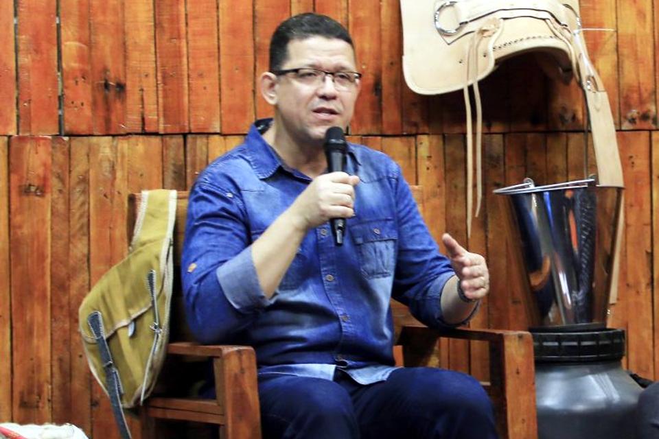 Coronel Marcos Rocha diz que governos de Rondônia e federal não podem fazer nada sobre a Energisa, mas relata salto na conta de luz de R$ 300 para R$ 1,6 mil por mês