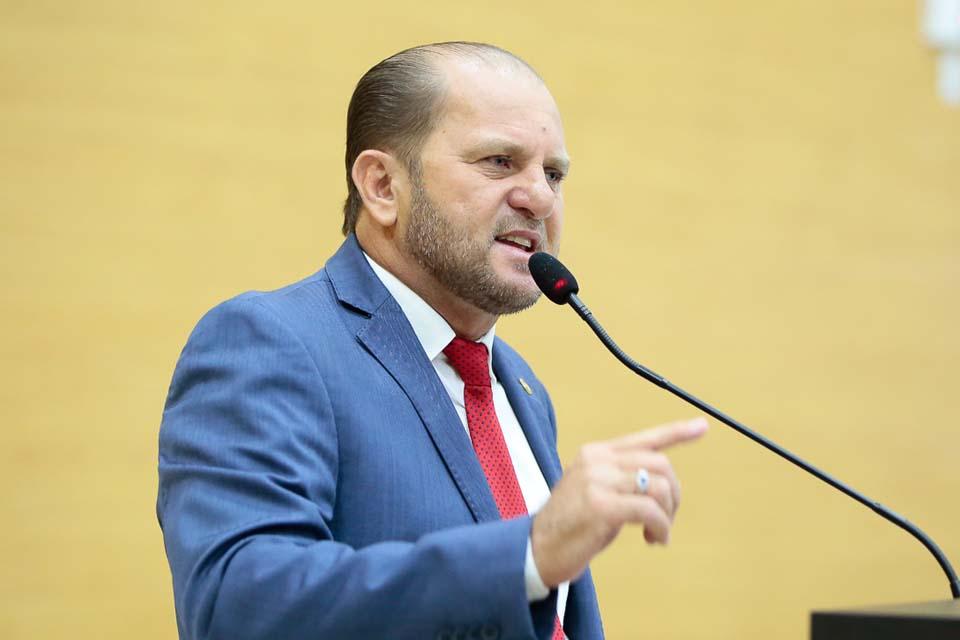 Deputado Cirone Deiró acompanha aplicação dos recursos destinados à pecuária leiteira