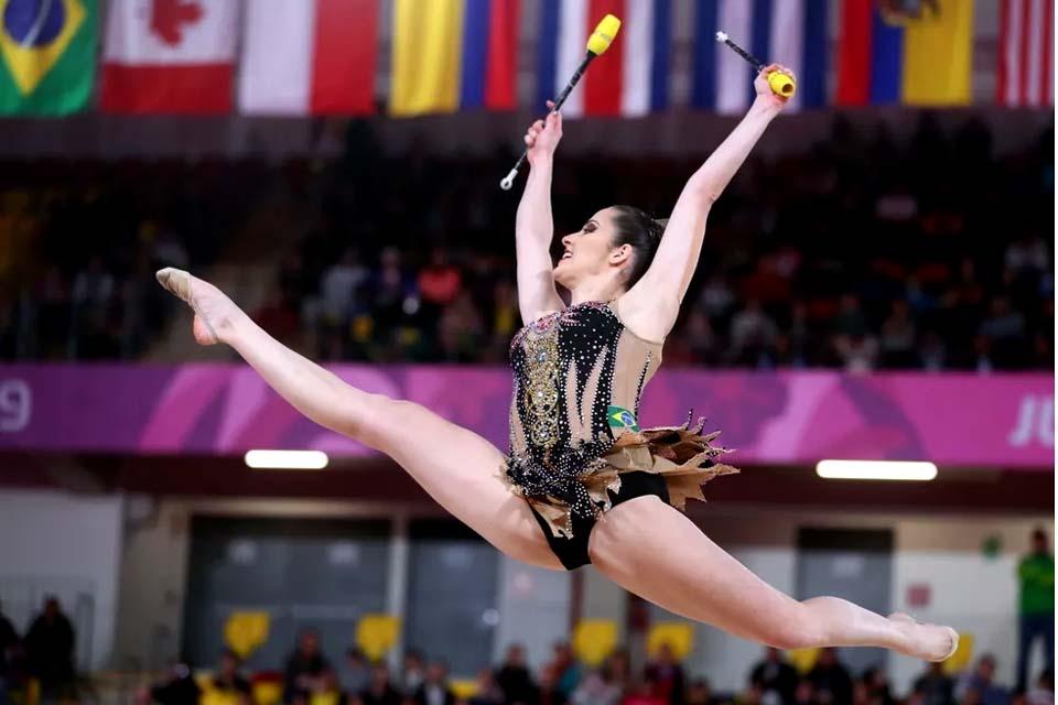 Mônika Queiroz, treinadora da ginasta olímpica Natália Gaudio ministra curso virtual para RO