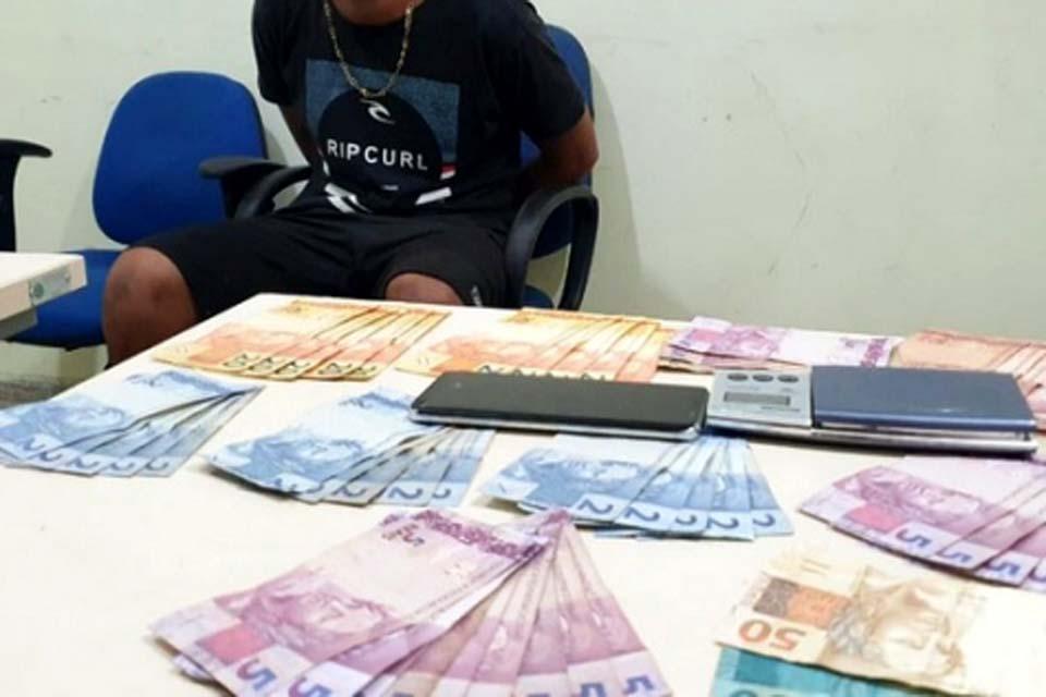 Jovem é preso com balança de precisão e dinheiro proveniente da venda de drogas