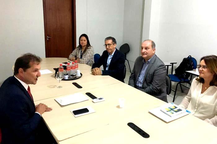 Hildon Chaves se reúne como diretor da Fiocruz para discutir possíveis parcerias