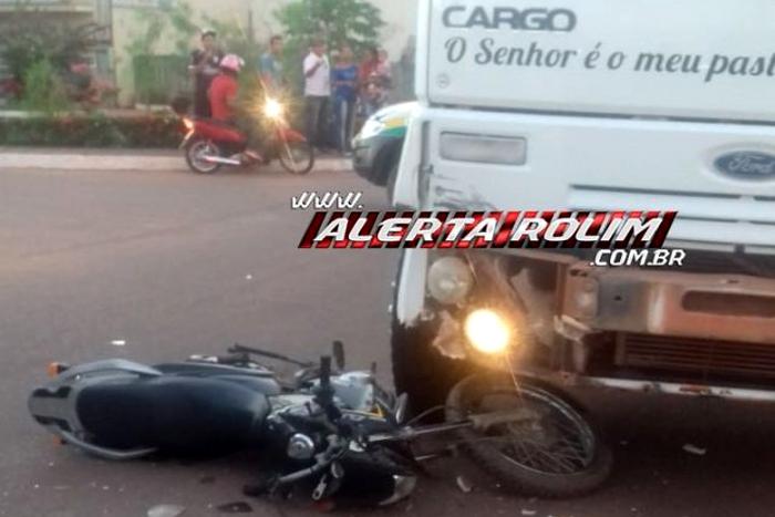 Motociclista se chocar contra caminhão caçamba em Rolim