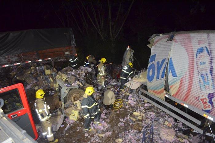 BR-364: Colisão entre caminhões resulta em três vítimas fatais