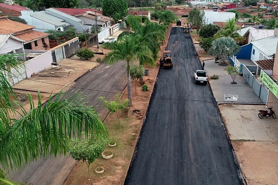 Prefeitura faz recuperação do asfalto da Avenida Inderval José Brasil
