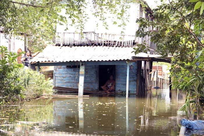 Cheia desabriga mais de 800 pessoas em Rondônia, Defesa Civil insiste para que famílias evitem áreas de risco