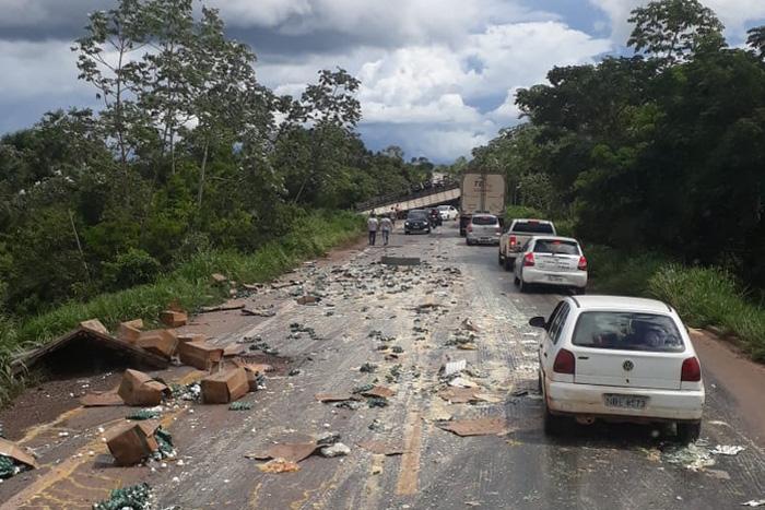 BR-364: Colisão entre carreta e caminhão deixa vítima fatal