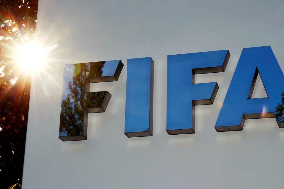 Fifa autoriza cinco substituições por jogo até fim do ano