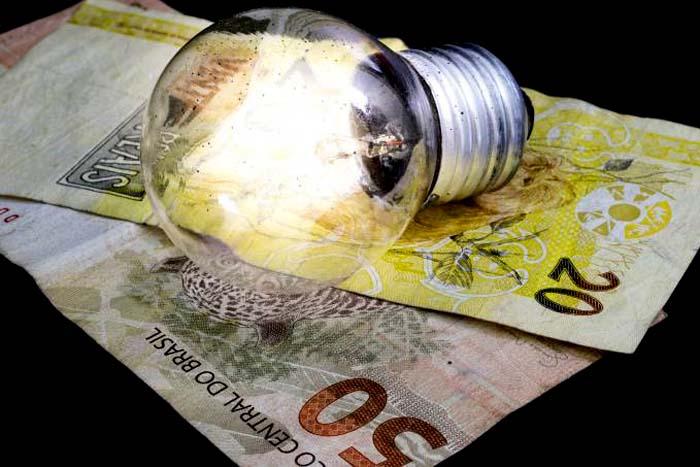 Consumidores vão pagar R$ 1,9 bi a mais na conta de luz, decide Aneel