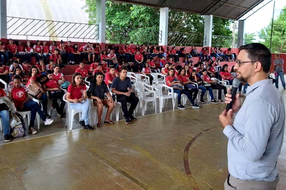 Deputado Anderson participa de momento cívico e apresentação na Escola Castelo Branco / Rondônia Dinâmica - Rondônia Dinâmica
