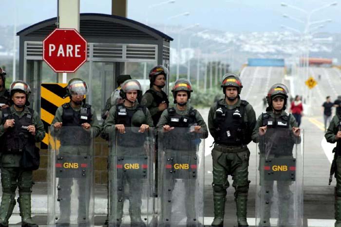 Venezuela reforça presença militar na fronteira com o Brasil