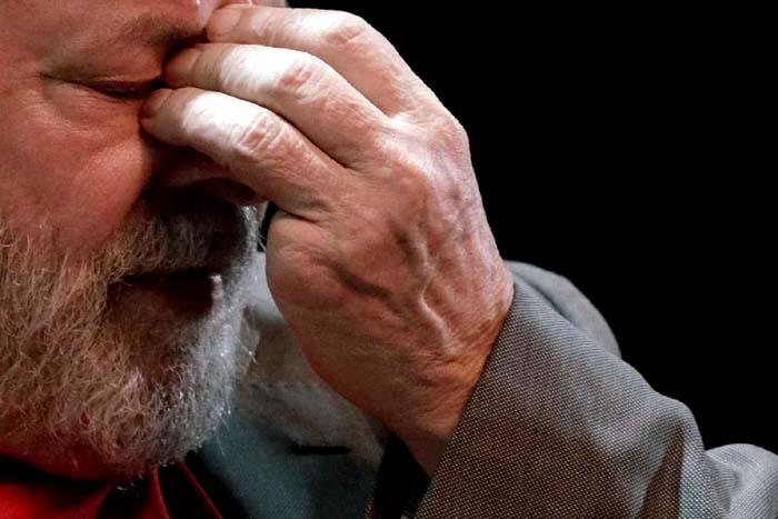 Resultado de imagem para lula chora na prisão