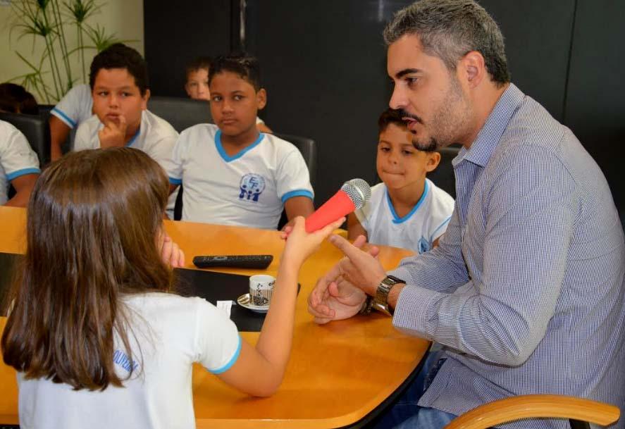 Projeto leva alunos de escola públicaao Gabinete da Prefeitura