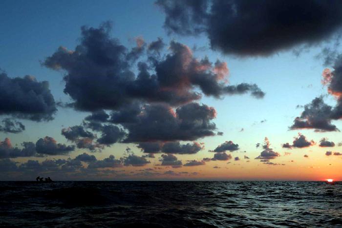 Colisão de barco mata ao menos 8 imigrantes no Mediterrâneo