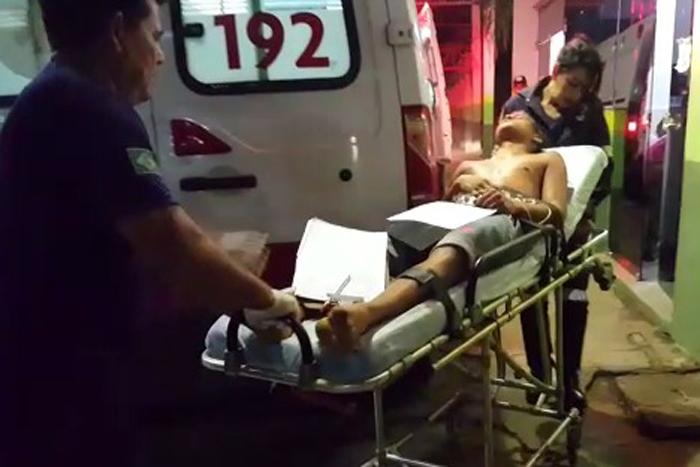 Porto Velho - Jovem é alvejado a tiros na frente de sua residência
