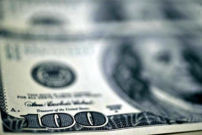 Dólar tem quinta alta consecutiva e fecha o dia cotado a R$ 3,92