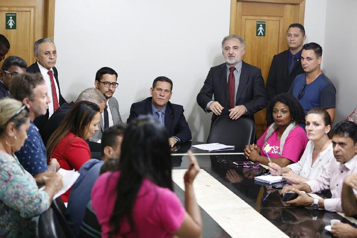 Deputados manifestam apoio e comissão vai convocar Governo para buscar acordo com a educação