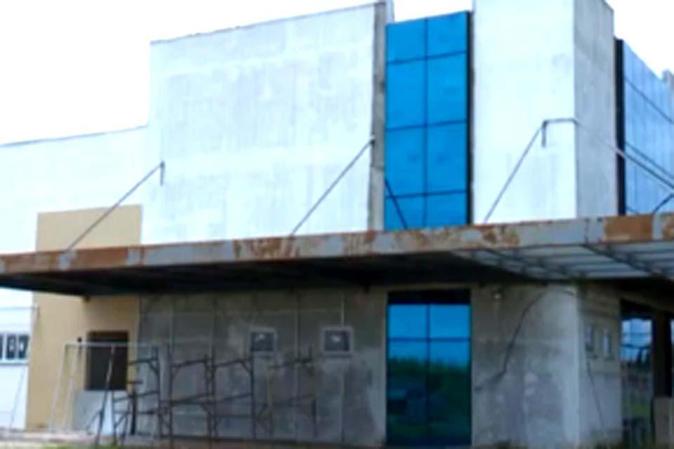 Governo anuncia que abrirá processo licitatório para finalizar obras do hospital regional