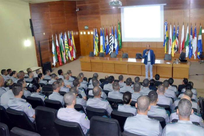 Membro do TCE-RO ministra palestra no Curso de Habilitação de Oficiais Administrativos da PM
