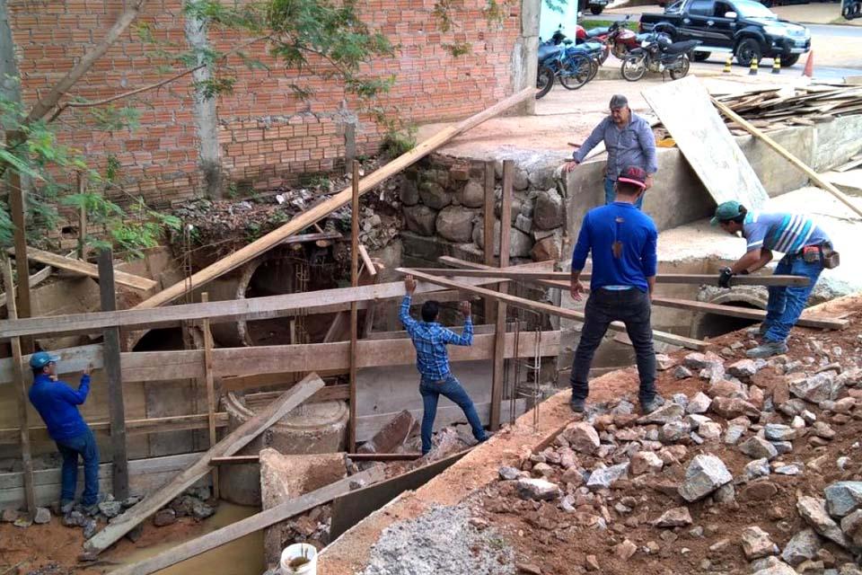 Semosp realiza obras de drenagem e manutenção em bueiro da Avenida Candeias / Rondônia Dinâmica - Rondônia Dinâmica