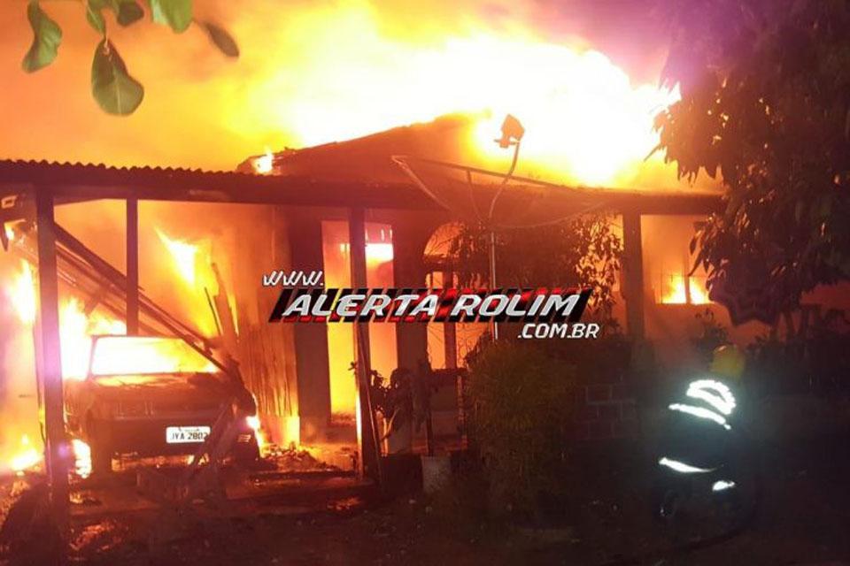 Casa e carro são destruídos por incêndio no Bairro Nova Morada / Rondônia Dinâmica - Rondônia Dinâmica