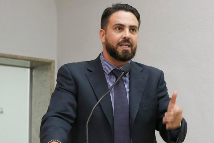 Léo Moraes se pronuncia sobre greve do transporte coletivo na capital